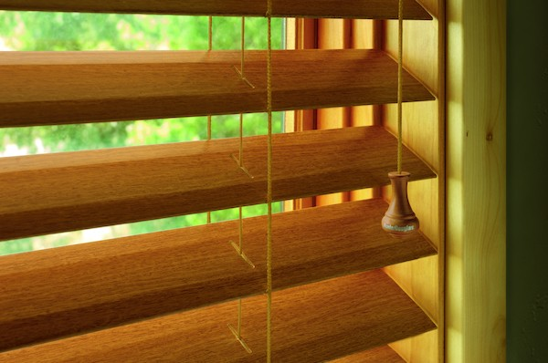2012_EW_Standard-Cordlock_Faux-Wood_Hardware-Detail