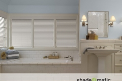 FAUX-WOOD-BLINDS-BATHROOM